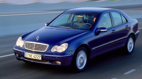 Lexus IS 200 o Mercedes Clase C 2000