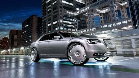 Chrysler 300 con llantas de 26 pulgadas
