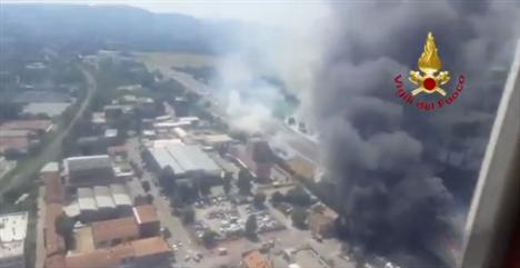 Un muerto y 100 heridos por una explosión en una autopista de Bolonia