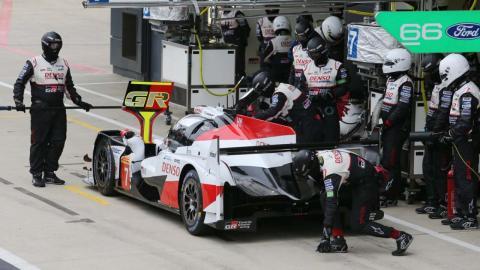 Toyota en los boxes de Silverstone