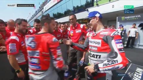 Vídeo: saludo entre Lorenzo y Dovizioso