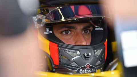 Carlos Sainz con casco
