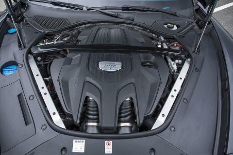 Mercedes-AMG CLS 5 vs Porsche Panamera 4S