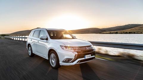 Mitsubishi Outlander PHEV 2019 carretera