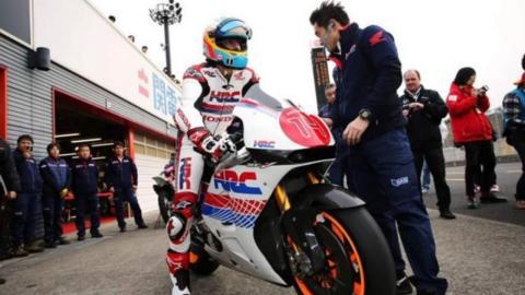 Alonso prueba Moto GP