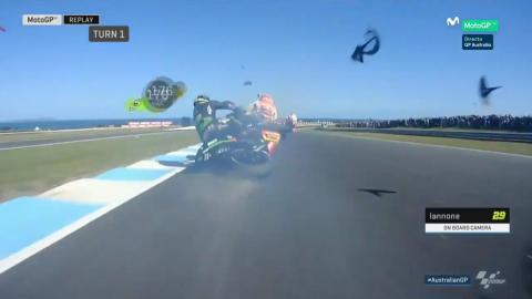 Zarco choca contra la moto de Márquez