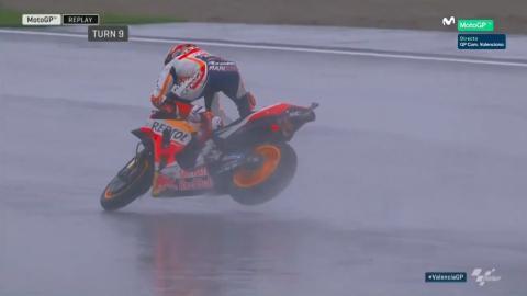 Caída de Marc Márquez en la carrera de MotoGP en Valencia