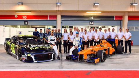 Fernando Alonso prueba un coche de NASCAR