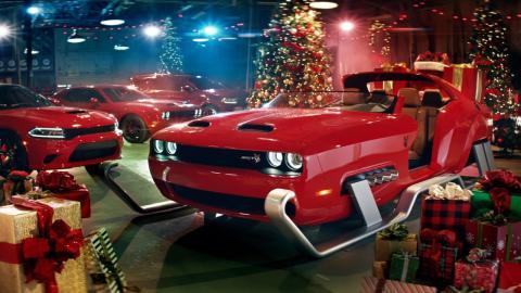 Papa Noel Dodge Challenger SRT Hellcat Redeye