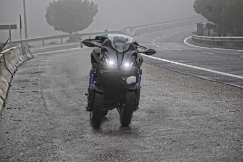 Prueba Yamaha Niken niebla