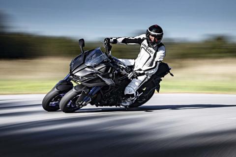 Prueba Yamaha Niken: una tres ruedas muy diferente