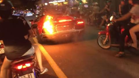 Lamborghini Aventador incendio