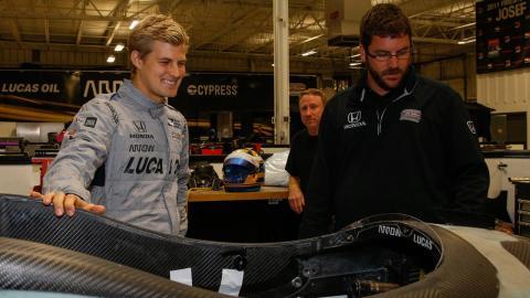 Marcus Ericsson se prepara para subirse al Inycar