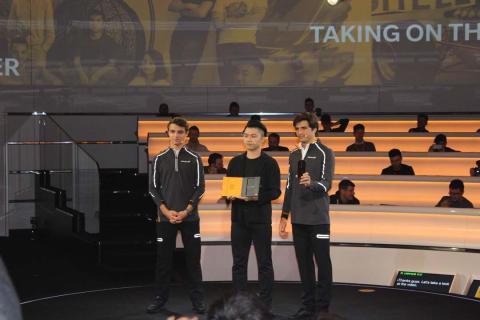 Norris, Zeng y Sainz, con el OnePlus McLaren Edition