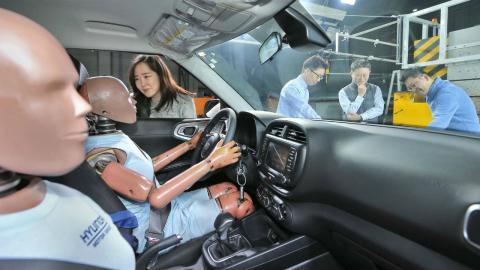 primer airbag para colisiones múltiples