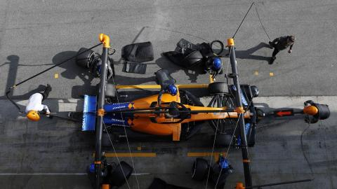 McLaren MCL34 en el pit-lane