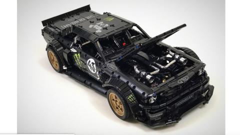 Lego Hoonicorn Mustang, motor