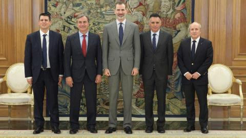 Carlos Sainz visita al rey