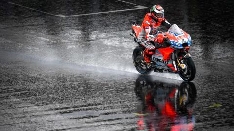 carrera meteorologia motos agua asfalto mojado
