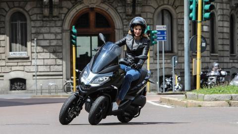 moto scooter tres ruedas triciclo