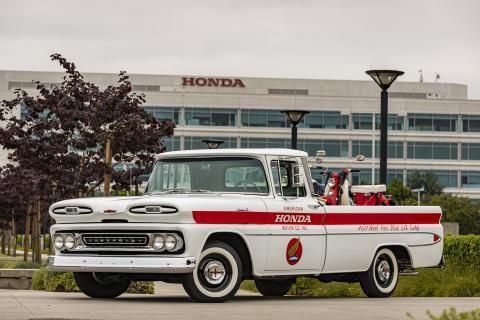 Honda celebra su 60 aniversario en EEUU restaurando un pick up Chevrolet