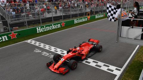 Sebastian Vettel en la recta del GP Canadá