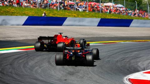 Verstappen y Leclerc lucha