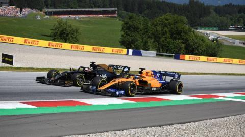 Adelantamiento Carlos Sainz a Haas