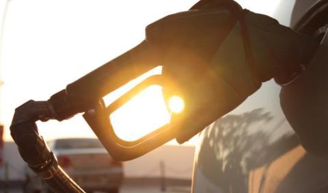 Una mujer empapa en gasolina al hombre que intentaba robar un coche