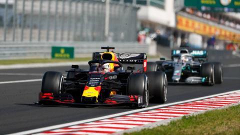 Lucha de Hamilton con Verstappen