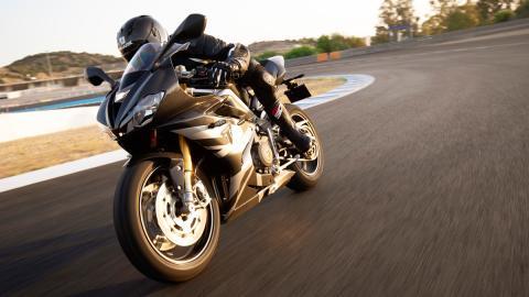 moto deportiva altas prestaciones ingles britanica circuito
