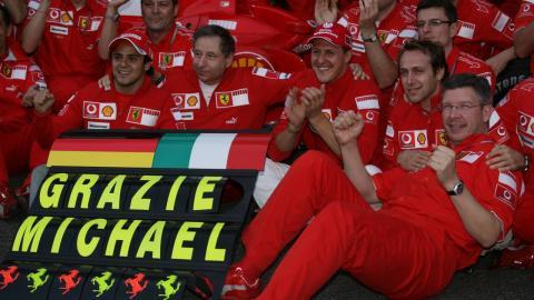 Celebración de Schumacher con Ferrari