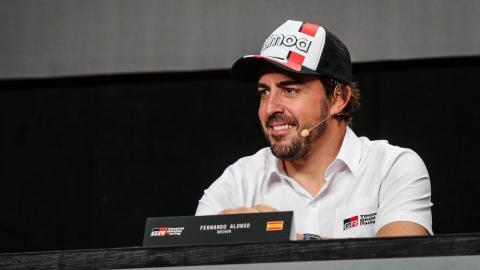 Alonso en la presentación para el Dakar