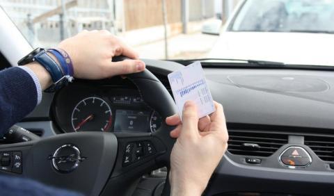 ¿Hay que llevar encima el carné de conducir?