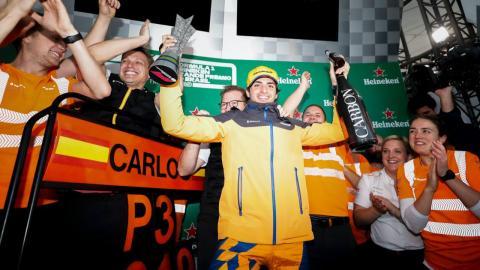 Carlos Sainz en el podio del GP de Brasil