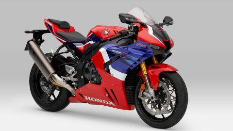 nueva moto deportiva competicion circuito altas prestaciones