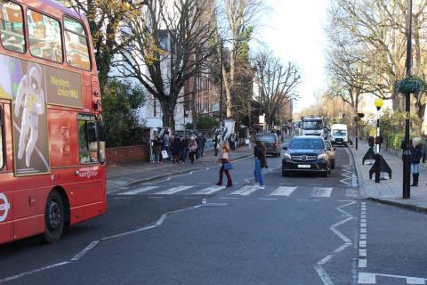 50 años de 'Abbey Road' de Los Beatles y la historia del paso de cebra más famoso del mundo