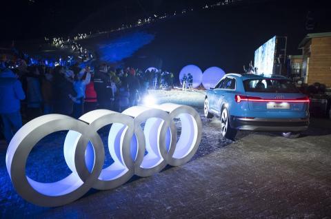 Audi une la tecnología de iluminación LED y el esquí en la e-tron Ski Night