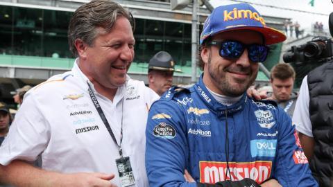 Alonso y Zak Brown