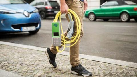 Cable recarga coche eléctrico