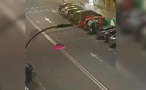 Sancionado torear coches
