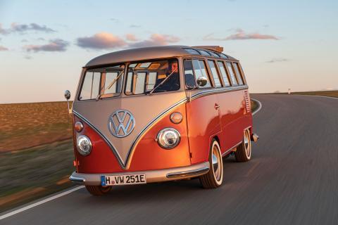 Volkswagen e-Bulli: una furgo de 1966 restaurada y con motor eléctrico