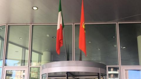 Bandera de Ferrari por victoria virtual
