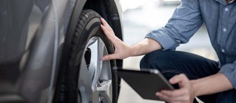 Aprende a comprobar la presión de los neumáticos