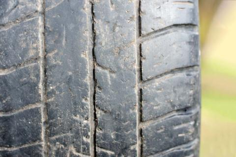 Cómo medir la profundidad de un neumático