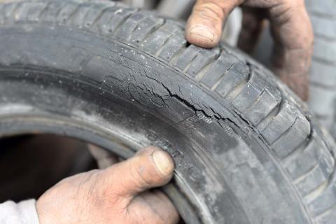 ¿Se debe comprar un neumático usado?
