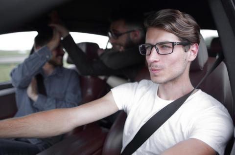 ¿se puede viajar con amigos en el coche en fase 1?