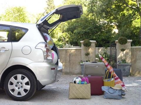 Cómo colocar el equipaje en el maletero