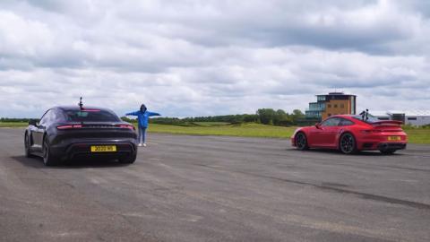 Porsche 911 Turbo S 2020 vs Porsche Taycan Turbo S