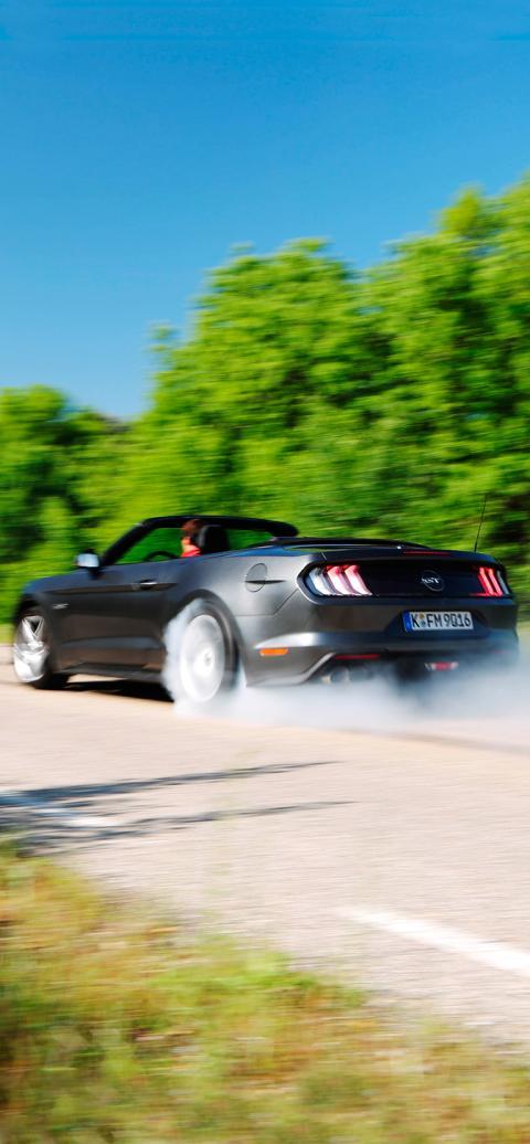 Cada Jueves El Espectacular Fondo De Pantalla Para Tu Smartphone Ford Mustang Gt Convertible Autobild Es